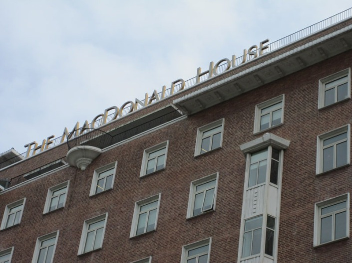 macdonald house 02